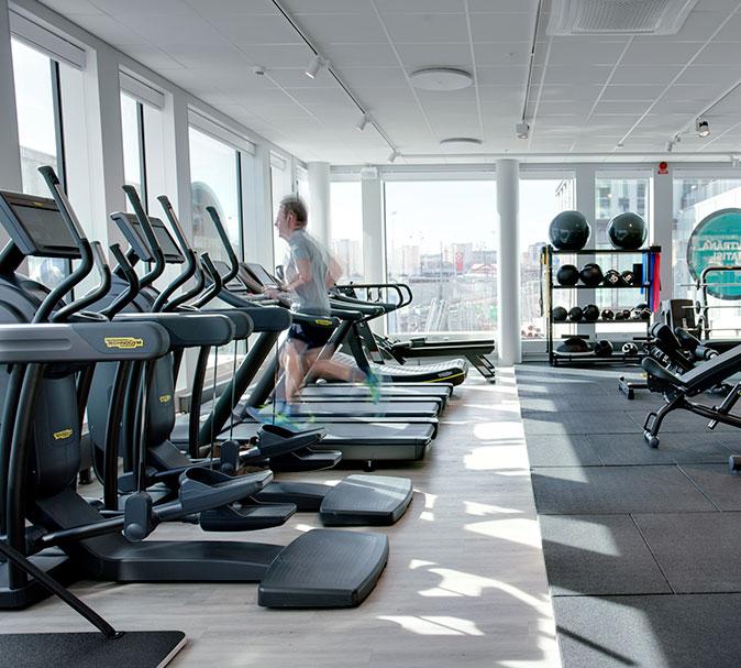 träna på olika gym